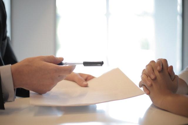Underskrift af forsikringsaftale